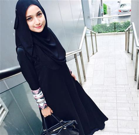 Noveline Dress Hitam By Miulan til modis dengan menutup dada ala model malaysia