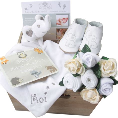 Baby Shower Gifts by Baby Shower Host Uk Supplies Gifts Ideas