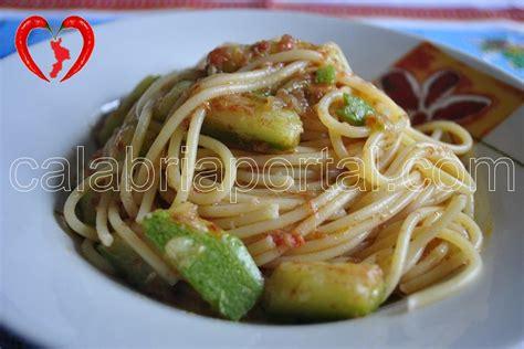 cucinare pasta e zucchine ricetta pasta e zucchine alla calabrese