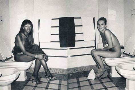 Ahhh The Divas Bff Kate Moss The Does by Gaga Opens The Doors To Toilet While She S