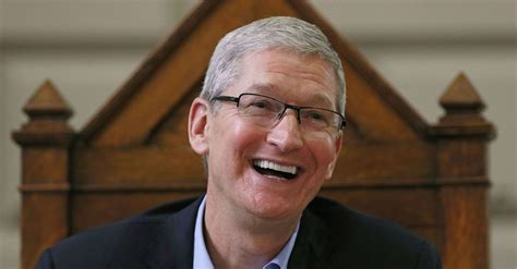 Timothy D Cook Mba by Tim Cook Sts Out Macbook Hybrid Idea