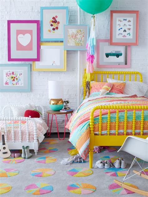 Happy Colors For Bedroom by 15 Youthful Bedroom Color Schemes What Works And Why