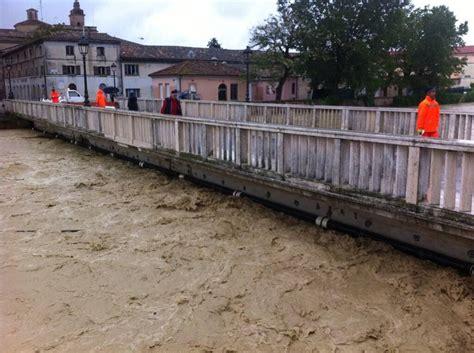delle marche ultime notizie alluvione nelle marche esonda fiume corriere it