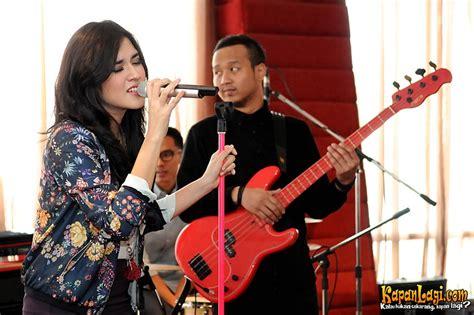 raisa pemeran utama musik dan lirik pemeran utama lagu galau raisa di album kedua merdeka com
