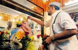actor ganesh puja salman khan and family celebrate lord ganesh as bollywood