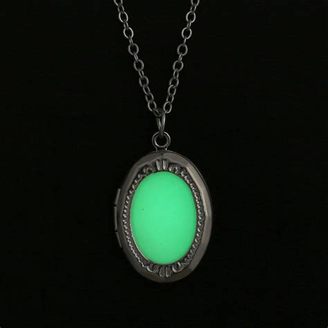 Magic Glowing steunk pretty magic locket necklace glow in the pendant gift