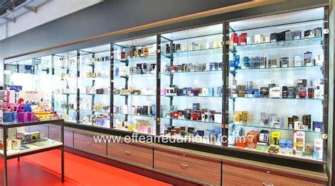 vetrine illuminate arredamenti per negozi a verona profumeria cosmetica