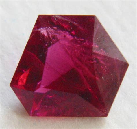 Pink Beryl Bixbite 7 80ct beryl gemstone buzz