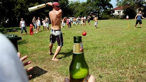 backyard cricket game 10 reasons why summer in australia is awesome travel