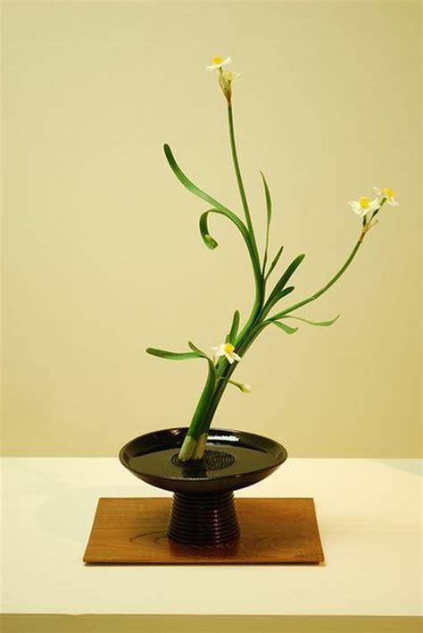 ikebana  japanese art  flower arrangement chateau
