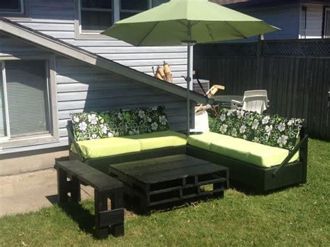 arredare giardino con bancali 1001 idee per divani con bancali per interni ed esterni