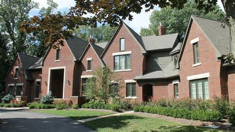 Five Bedroom House by Lions Matthew Stafford Sells Michigan Home For 1 59