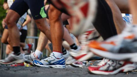 how to choose sports shoes how to choose the correct athletic shoes for your