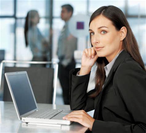 Ac Kantor pekerja wanita sering kedinginan karena ac kantor didesain