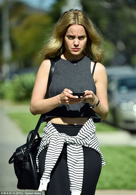 Mena Suvari Is Weeps by Mena Suvari Shows Taut Tum After Lunching With