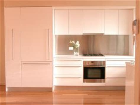 choosing kitchen cabinet hardware lovetoknow choosing kitchen cabinet hardware lovetoknow