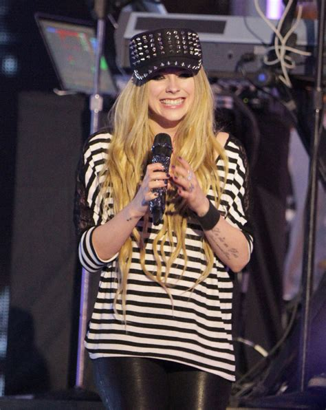 While Rehearsing For The Vmas by Avril Lavigne Photos Photos Avril Lavigne Rehearses For