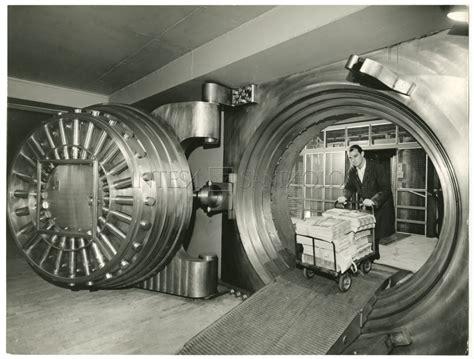 cariplo banca intesa cariplo palazzo delle colonne via verdi 8 caveau ex