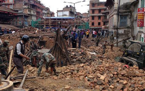 earthquake tremors strong earthquake tremors felt in delhi ncr
