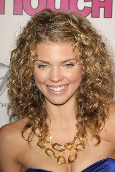 5 latest women hair style trends 2014 according to face shape short curly haircuts for ladies trends 2014