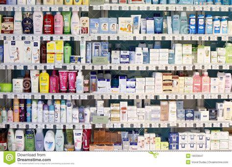 etagere rossmann apothekesysteminnenraum kosmetische produkte