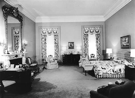 house of bedrooms inside the white house