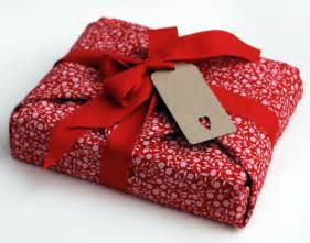 Gift Wrap Techniques - 30 creative gift wrapping ideas for your inspiration hongkiat