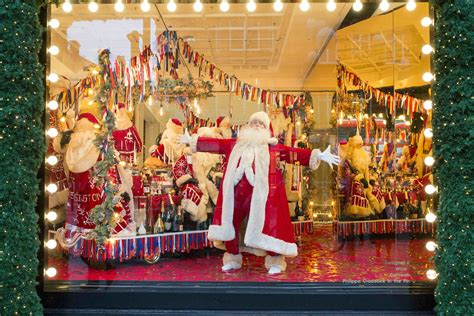 selfridges unveils christmas windows 66 days in advance