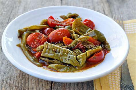 come si cucinano i peperoncini verdi peperoncini verdi fritti al pomodoro ricetta napoletana