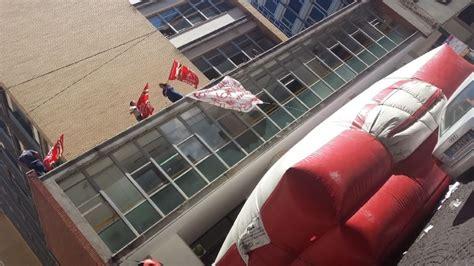 ufficio catasto napoli via de gasperi protesta sul tetto catasto 1 di 1