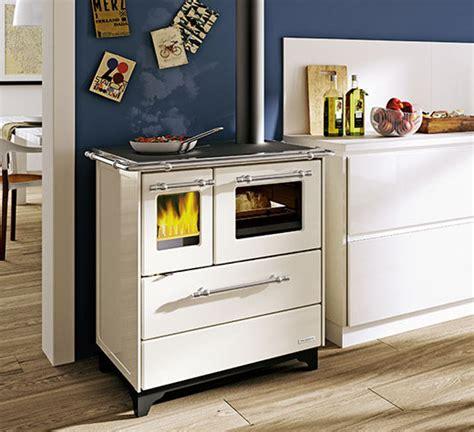cucine economiche a legna palazzetti caminetti e stufe cucina a legna alba 3 5 kw cucine a