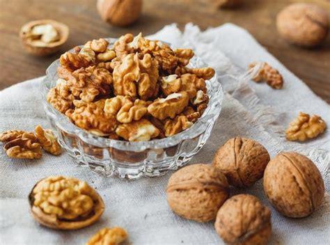 Kacang Kenari konsumsi kacang kenari bisa tekan nafsu makan lho