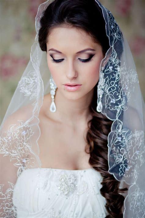 Brautfrisur Locken Schleier by Brautfrisuren Seitlich Gesteckt 30 Elegante Inspirationen