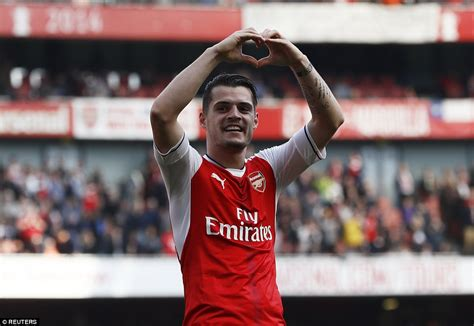 arsenal xhaka goal arsenal 2 0 man utd granit xhaka and danny welbeck score