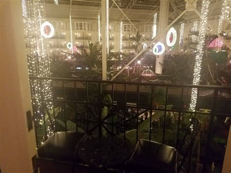 christmas at the balcony at the gaylord opryland hotel travelingmom