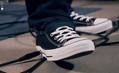 Sepatu Converse Kurt Cobain converse all wah sneakers para gitaris berisik