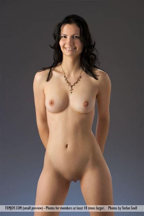 Nicolette Nude In Fleecy At Femjoy Hunter