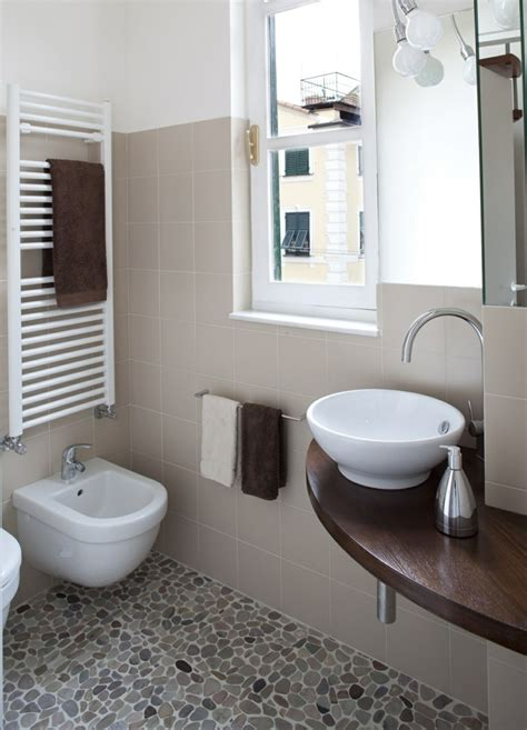 Excelente Imagenes Cuartos De Bano Pequenos #2: Banos-pequenos-estrecho-lavabo-madera.jpg