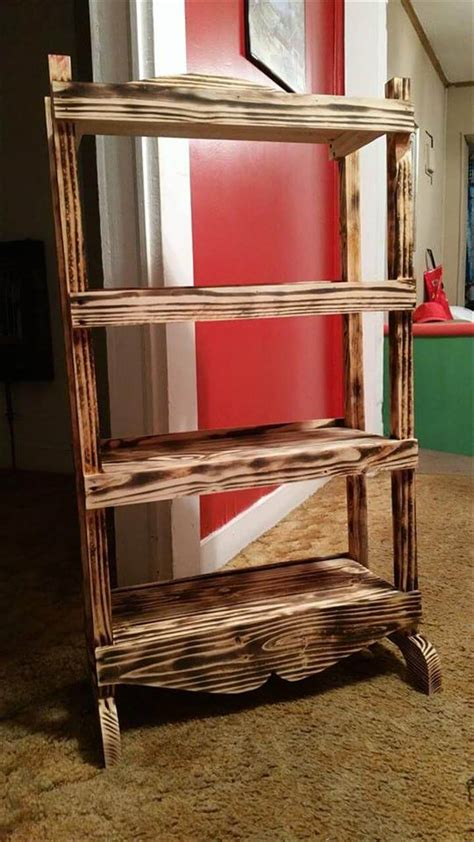 upcycled pallet bookshelf 101 pallet ideas