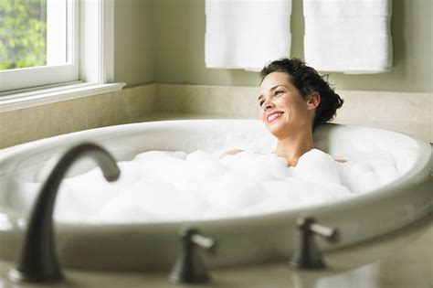 women in bathtub is this the best job ever company appeals for bathtub