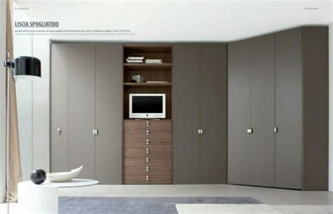 Closet Tv by Walk In Closets Wardrobes