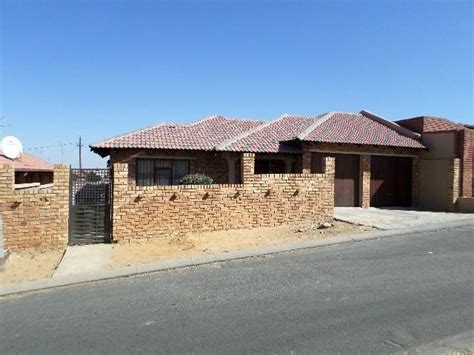 3 Bedroom House For Sale In Diepkloof Amp Ext Acutts