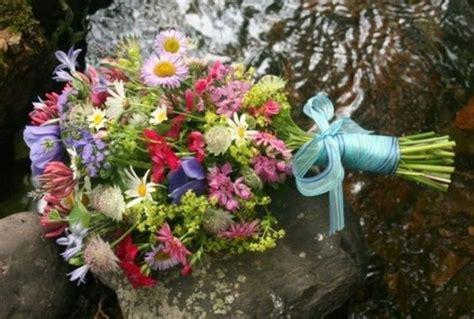 fiori di stagione febbraio bouquet da sposa con fiori di co