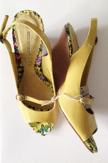mustardyellow peep shoe wedge sandals with tags size 5 for