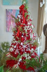 red decorated christmas tree designcorner
