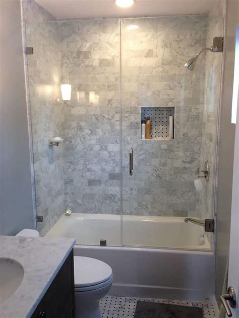 Ideas For Showers In Small Bathrooms 1000 Ideas About Small Bathroom Renovations On Pinterest Small Bathroom Makeovers Bathroom
