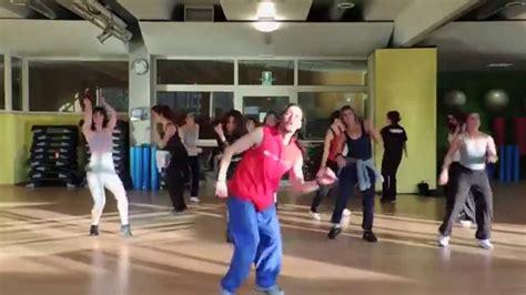 tutorial flash mob beat it happy mob roma pharrell williams tutorial flash mob
