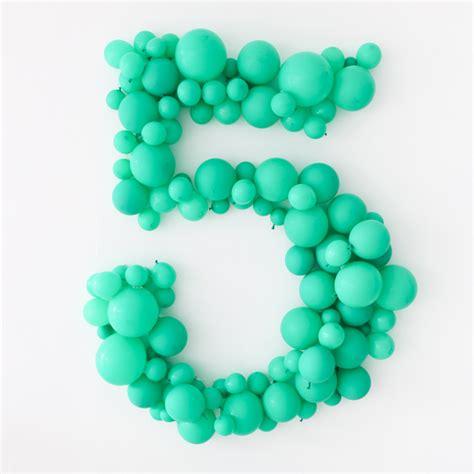 como decorar globos de numeros c 243 mo hacer un n 250 mero gigante con globos decorar con
