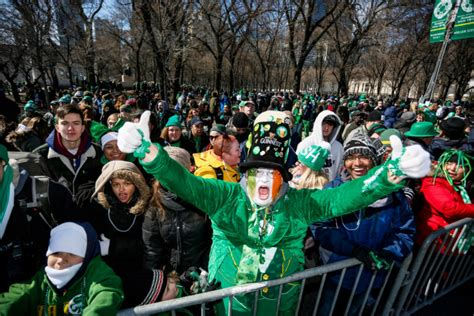 st s day parade chicago start time thousands turn out for st s day festivities