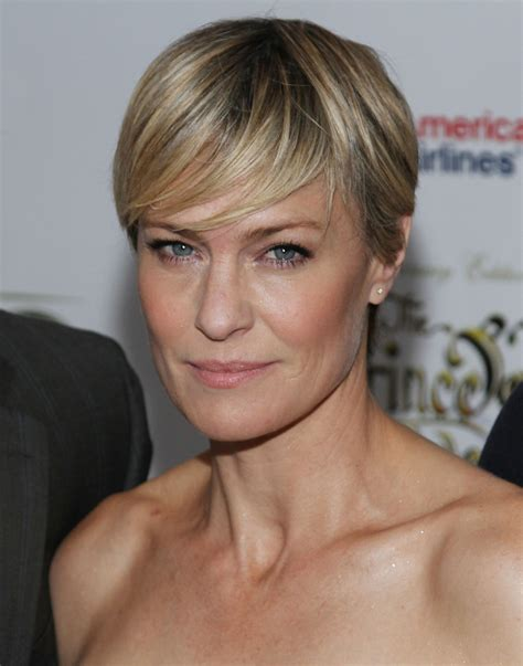 robin wright haircut robin wright hairstyle makeup dresses shoes and perfume